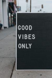 panneau-bonne-humeur-good-vibes