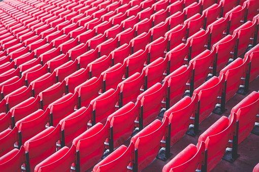 Les sièges pliables sont-ils de retour dans les stades de football?